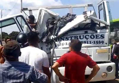 Vídeo: Caminhoneiro sofre grave acidente com esposa e bebê