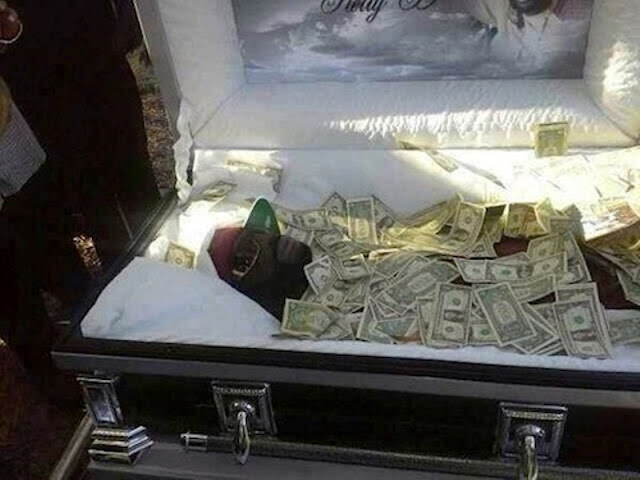 "Rich Man Buried with Large Amount of MONEY So He Can ""Bribe God"""