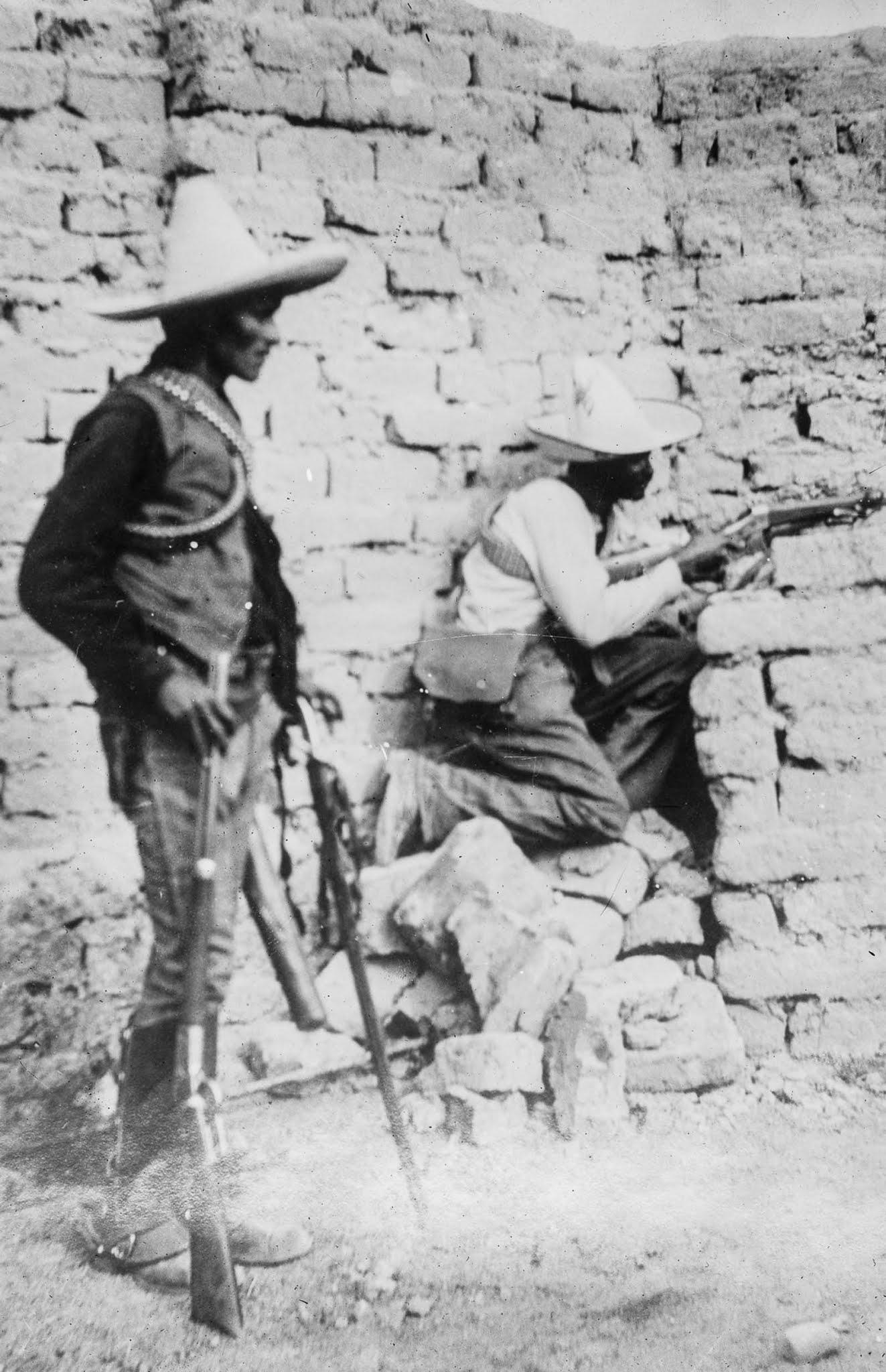 Rebels in a firing position in Ciudad Juárez.
