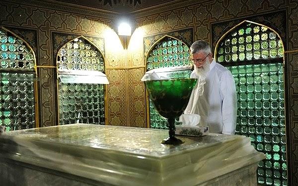 Qabr Mubarak Hazrat Imam ALI RAZA (A.s) - Farameen Library