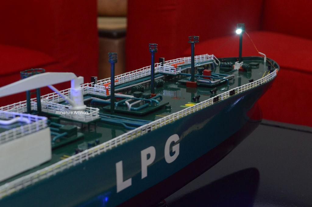desain sketsa souvenir miniatur kapal tanker lpg gas komodo terbaik planet kapal rumpun artwork