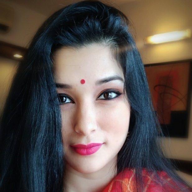 Meenakshi Joshi: Bio Wiki, Age, Husband and Family
