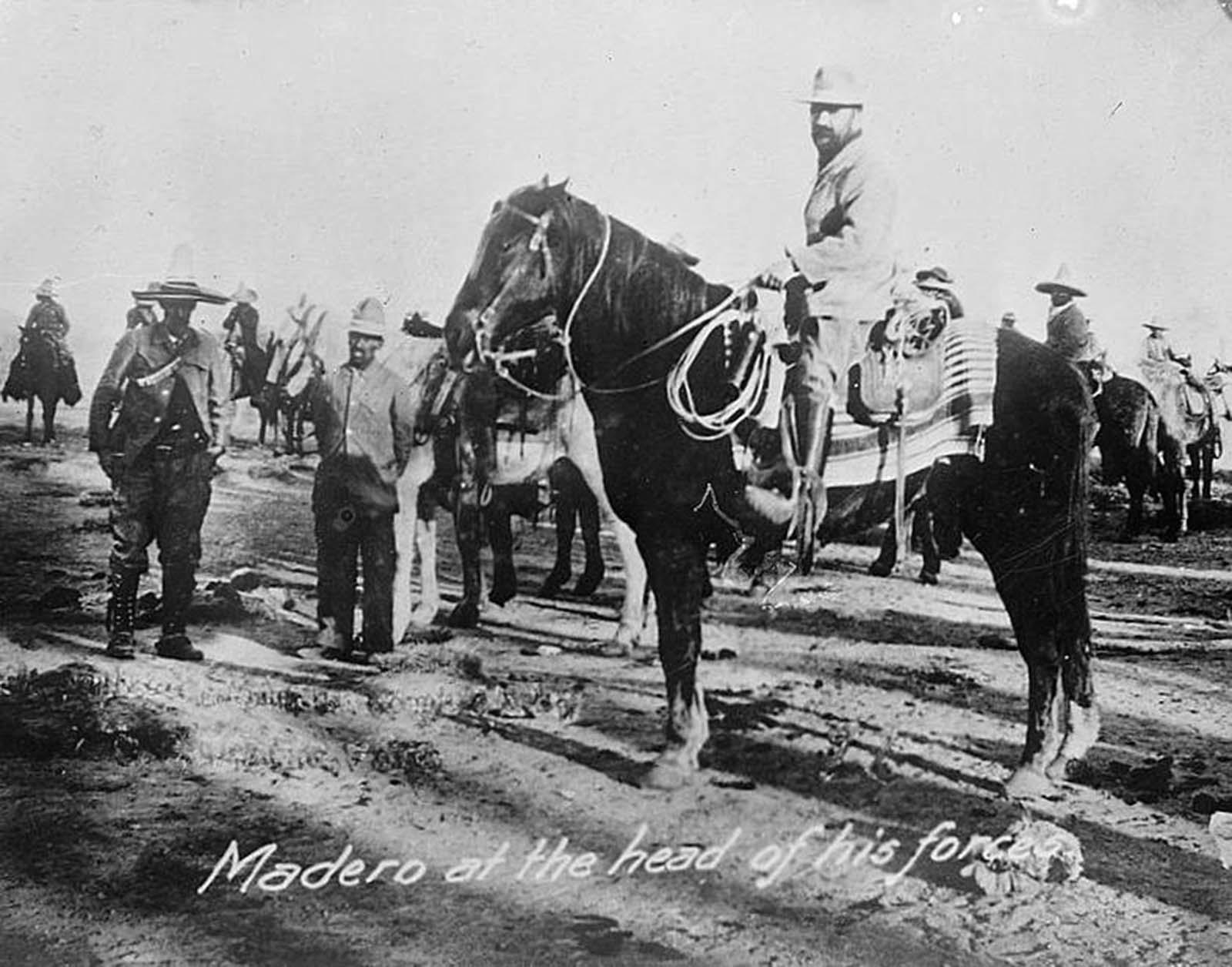 Madero 1910-ben erőinek élén.