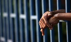 Padre e hijo se salvaron de ser linchados pero no de la cárcel