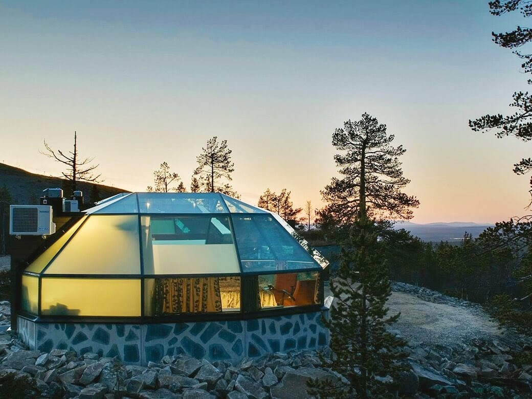 06-Levin-Iglut-Glass-Igloos-Hotel-Resort-in-Finland-www-designstack-co