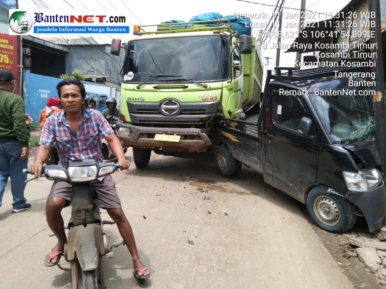 Truk Tanah Kembali Buat Ulah Di Kosambi, Hantam Satu Unit Mobil Sedang Terparkir