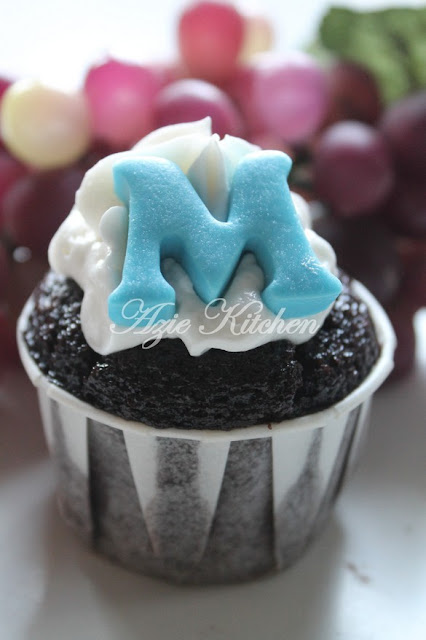 Martha Stewarts Chocolate Cupcakes