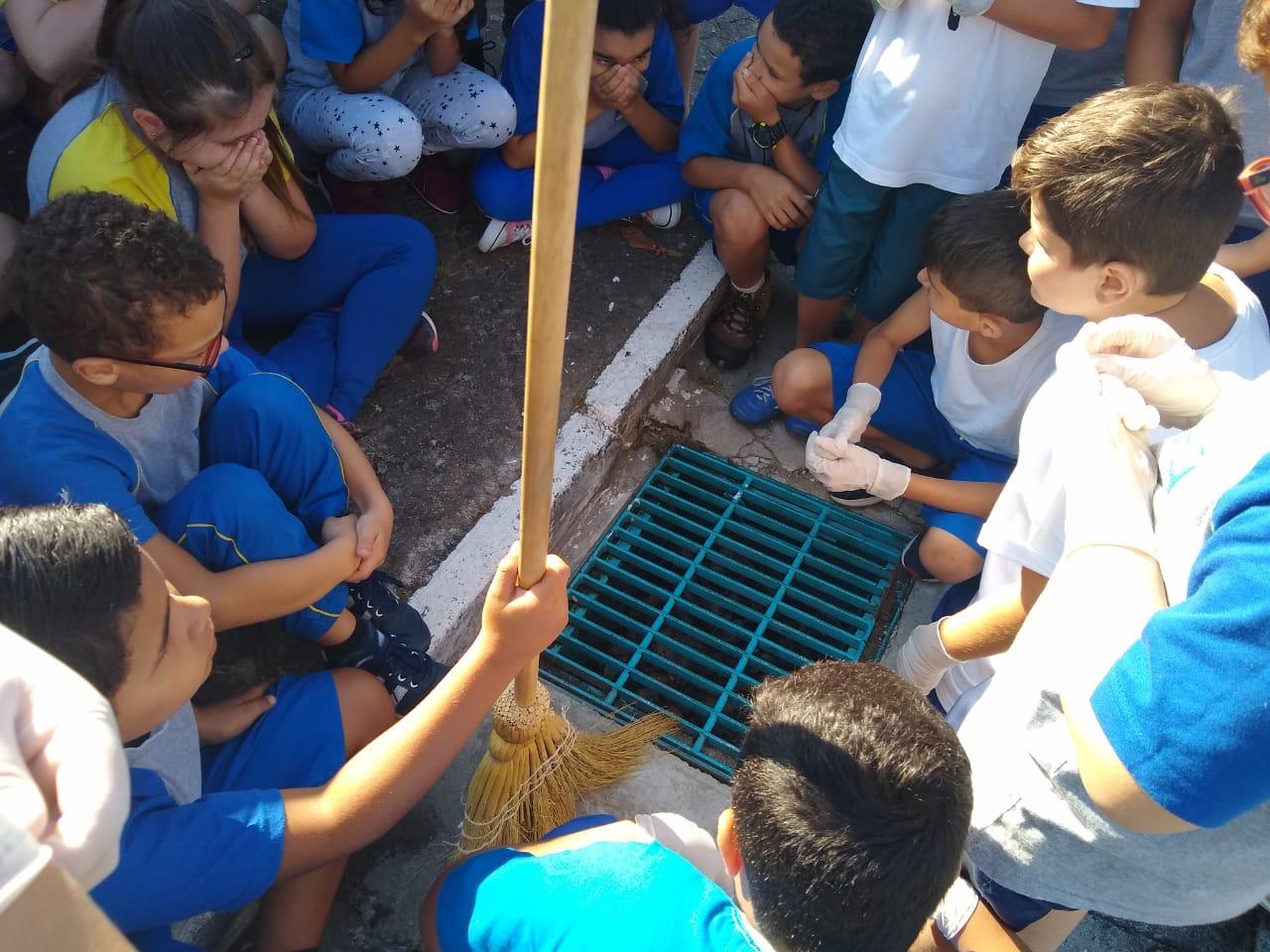 Bueiro ecológico em frente à escola Profª Zulma Souza da Silva