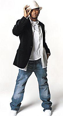 Foto de Usher posando parado