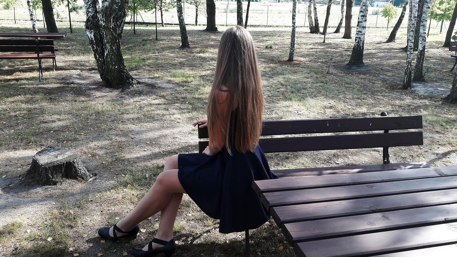 Sukienka z dłuższym tyłem / Dresstination
