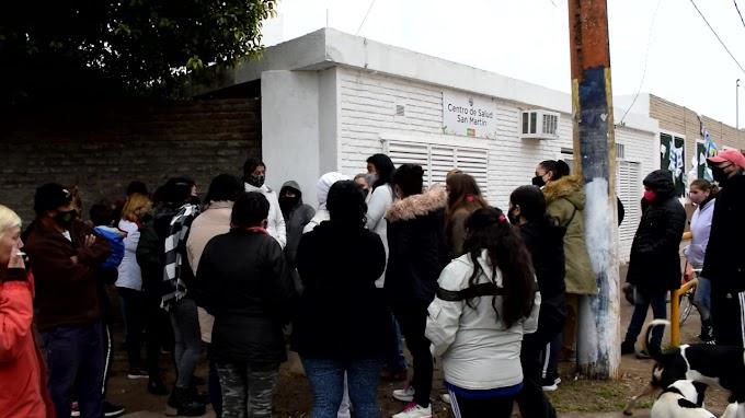 Reclamo frente al Centro de Salud San Martin por la Reincorporación de un médico