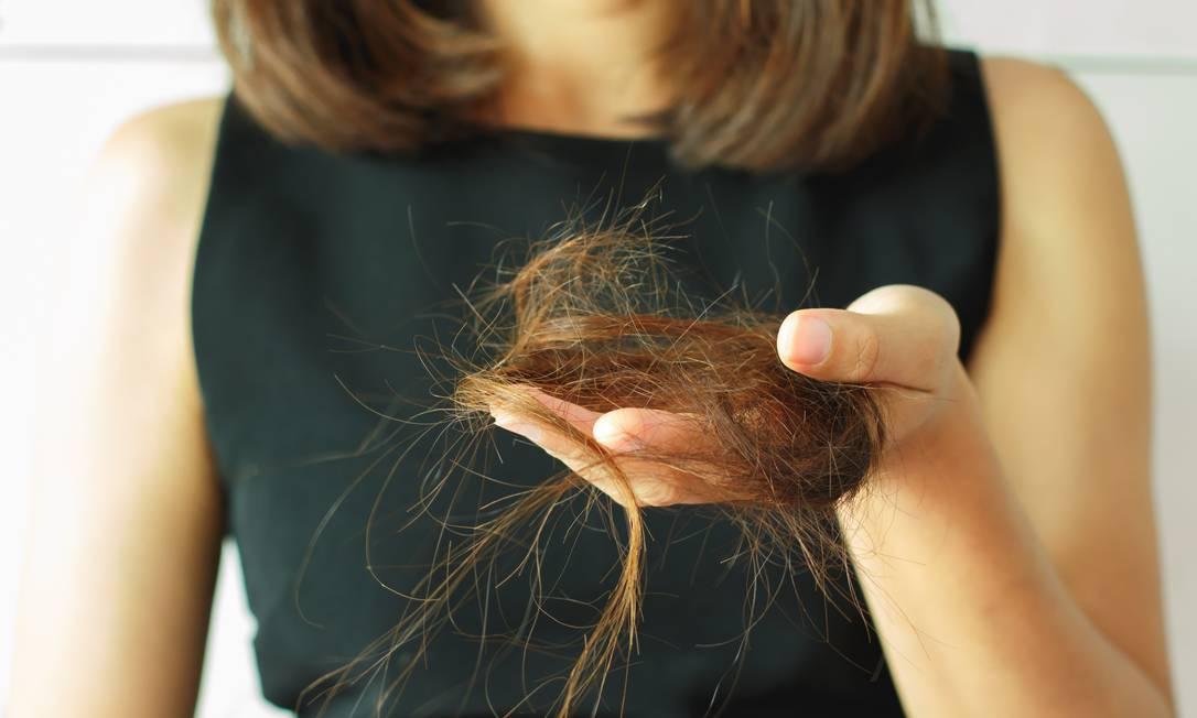 Dermatologista explica sobre causas que podem levar a queda de cabelo por estresse e ansiedade