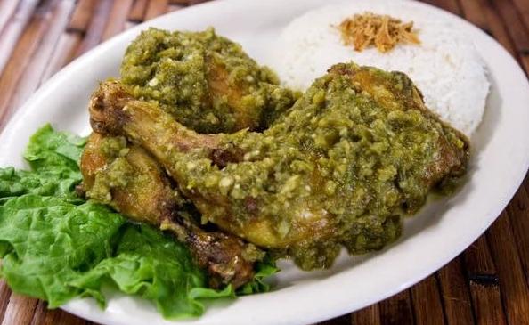 Resep Ayam Geprek Sambal Bawang dan Sambal Ijo