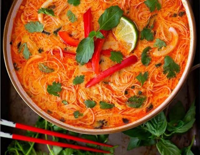 15 Minute Coconut Curry Noodle Soup #dinner #soup