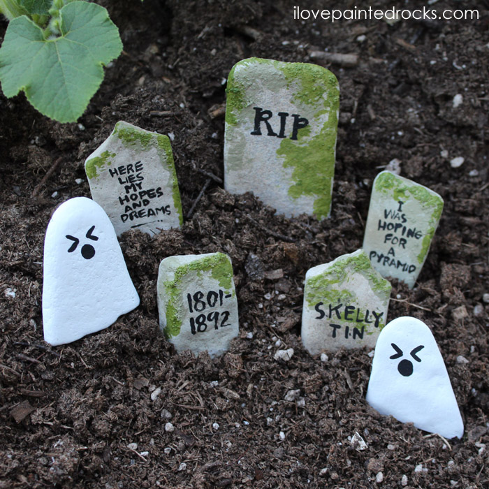 Halloween rock painting idea - How to make creepy Halloween painted rocks that look like ghosts or gravestones. This is a super simple, easy halloween craft for kids. You can use the rocks to decorate your fairy garden for Halloween or to hide for the hide and seek rock game. #rockpainting #paintedrocks #halloween #halloweencraft #easycrafts