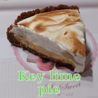 http://danslacuisinedhilary.blogspot.fr/2012/10/tarte-au-citron-vert-meringuee-key-lime.html