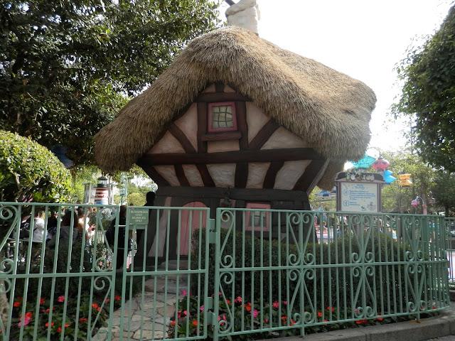 parc Disneyland Anaheim attraction Alice au pays des merveilles
