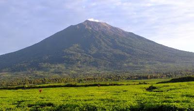 gunung kerinci tertinggi di indonesia