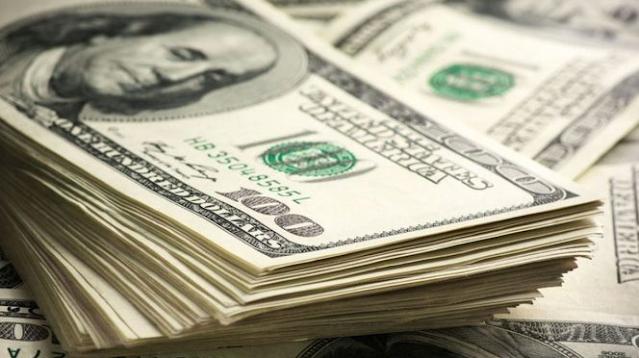 الدولار عند أدنى مستوياته في 18 شهرًا