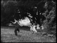 """Кадр из к/ф Чарли Чаплина """"Солнечная сторона"""" / Sunnyside (1919) - 11"""