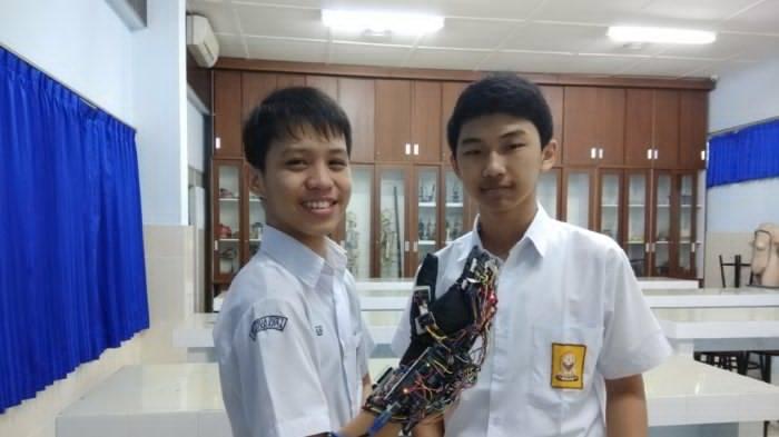 Sarung Tangan Penerjemah Bahasa Isyarat Ini Bawa Siswa SMP Stella Duce 1 Yogyakarta ke Meksiko