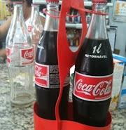 Clientes reclamam de gosto estranho na Coca-Cola retornável em Pedreiras