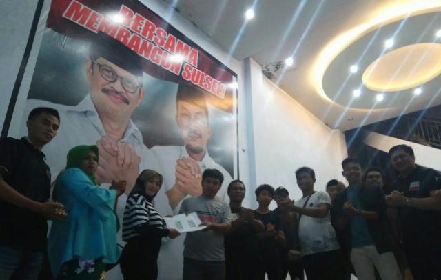 Nyatakan Dukungan, Puluhan Warga Bone Sambangi Posko IYL-Cakka Setor KTP