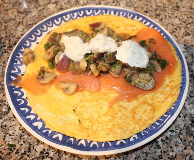 Wrap met zalm, groente en saus