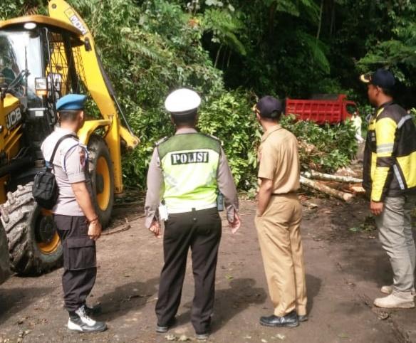 Evakuasi Material Longsor, Polisi Buka Tutup Jalan