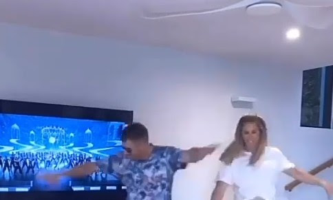 David Warner Dances to tollywood actor mahesh babu's Mind block song with his wife candice