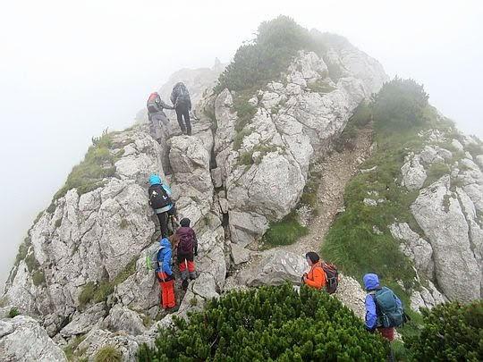 Uskok grzbietu przed szczytem.