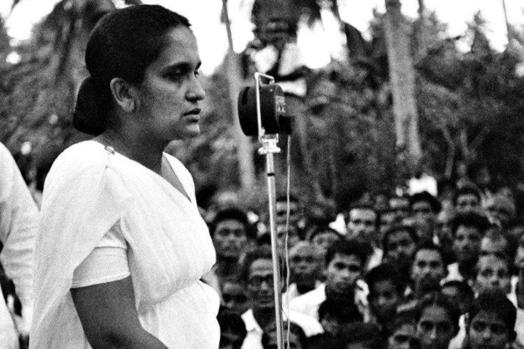 Dünyadaki ilk kadın başbakan Sirimavo Bandaranaike, 1960'dan 2000'e kadar başkanlık yapmıştır.