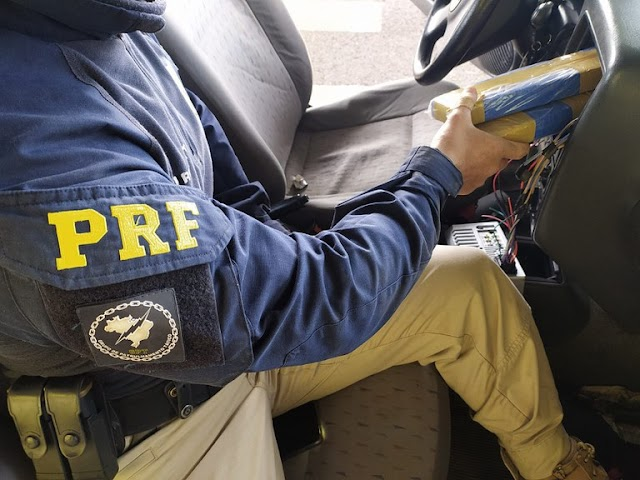 PRF apreende quase 100 quilos de maconha escondidos em um carro no Paraná (VÍDEO)