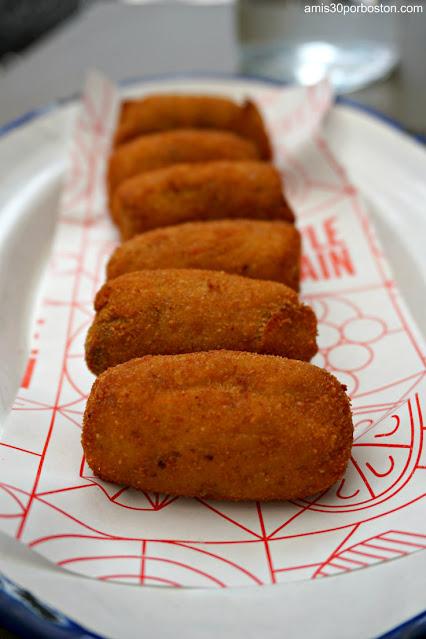 Croquetas del Spanish Diner en el Mercado Little Spain de Nueva York
