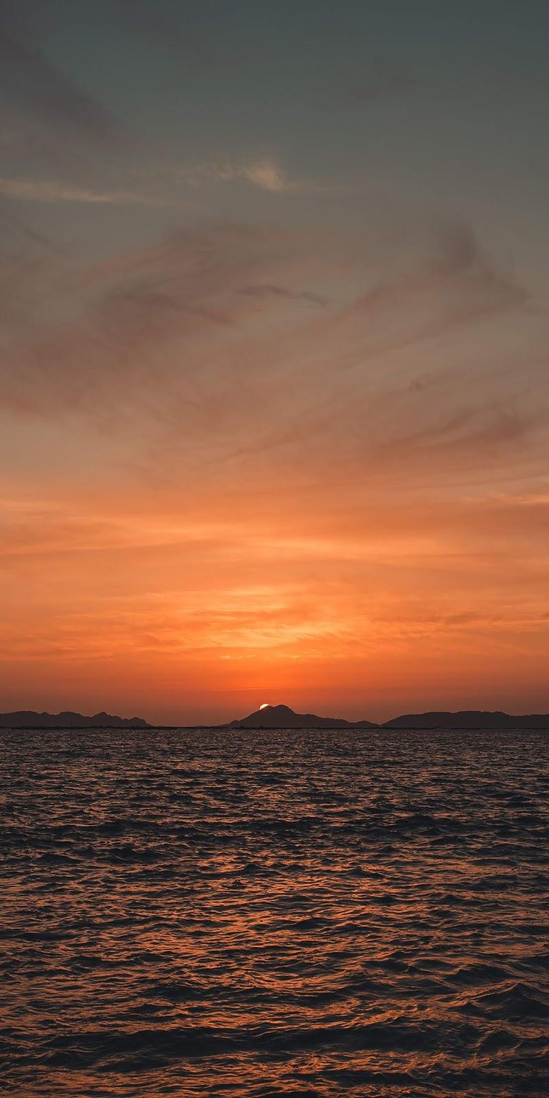 Sky during sunset wallpaper