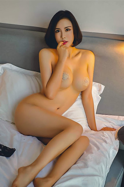 Hot and sexy topless nude photos of beautiful busty asian hottie chick Chinese babe model Qiao Xue photo highlights on Pinays Finest Sexy Nude Photo Collection site.