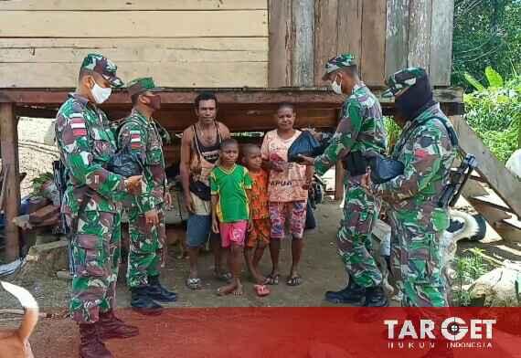 Kepedulian Satgas Raider 300 Kepada Masyarakat Pedalaman Papua