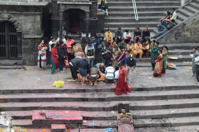 Kramasi mayat di Pashupatinath
