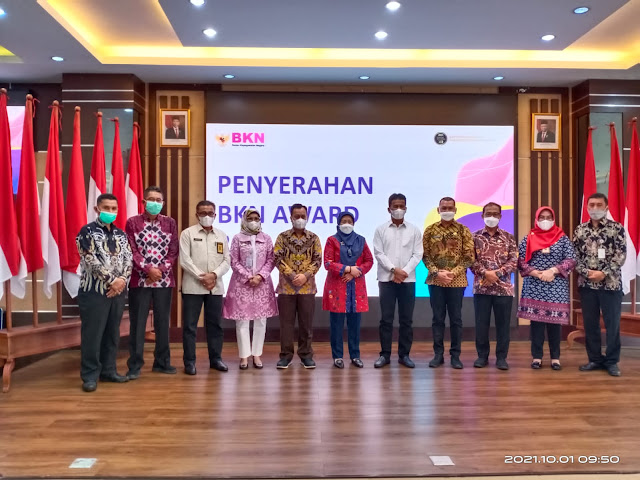 Pemkab Lingga Menerima Penghargaan Peringkat Pertama BKN Award 2021