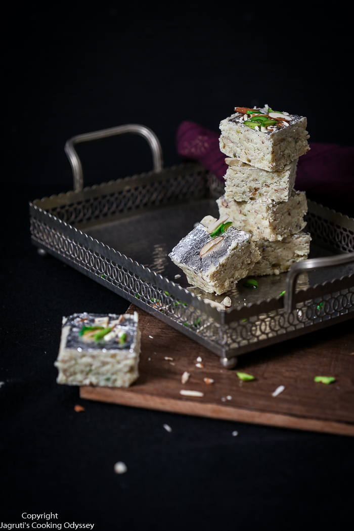 Image of white barfi served in a tray