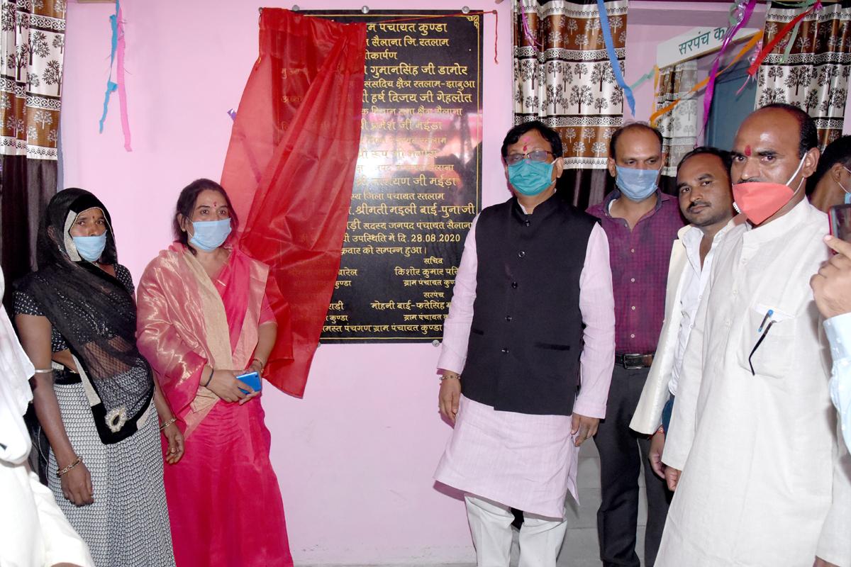 सांसद गुमानसिंह डामोर ने ग्रामीण क्षेत्र में करोड़ों रुपए के निर्माण कार्यों का भूमिपूजन, लोकार्पण किया