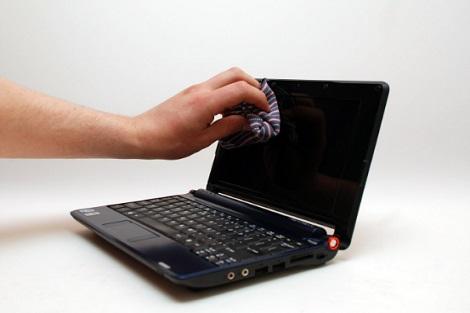 أفضل طريقة لتنظيف حاسبوك.... والهاتف الجوال من كل الخدوش