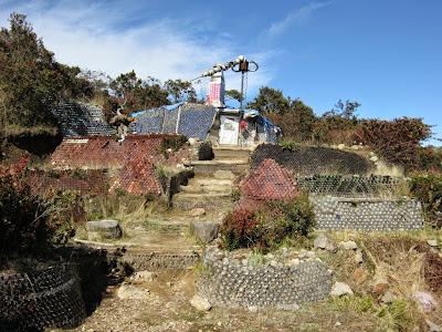 rumah kaleng di gunung lawu