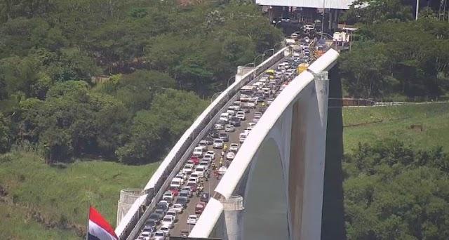 Motociclistas brasileiros fecham Ponte da Amizade em protesto contra fiscalização paraguaia
