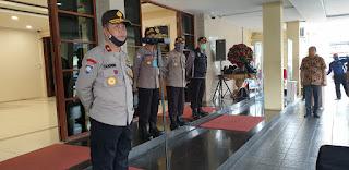 Hari ini, Korbinmas Baharkam Polri Bantu Office Boy dan cleaning service yang Dirumahkan Akibat Pandemi Covid-19