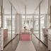 Closet com penteadeira neutro, rosa e dourado + portas espelhadas!