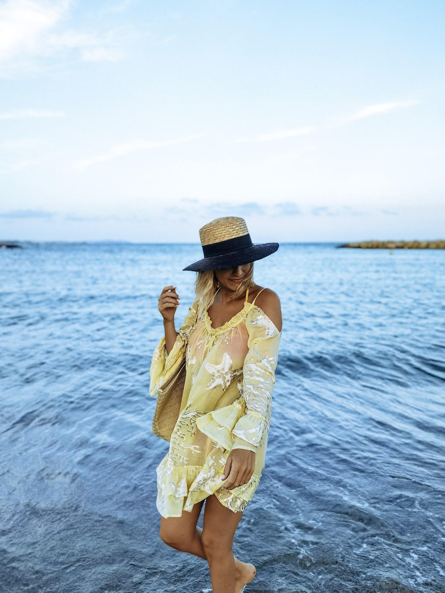 vestido de playa amarillo