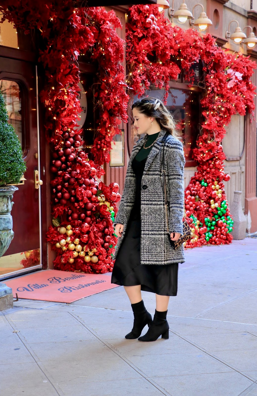 Fashion blogger Kathleen Harper wearing a holiday party outfit in NYC.