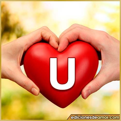 corazón entre manos con letra U