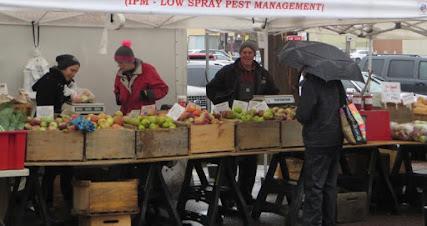 Farmers Market ends in the rain